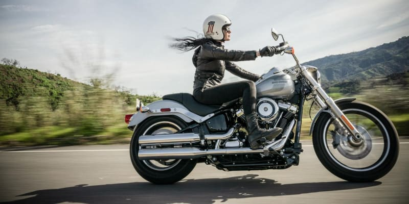 Woman riding a motorcycle wearing a high cut motorcycle boots